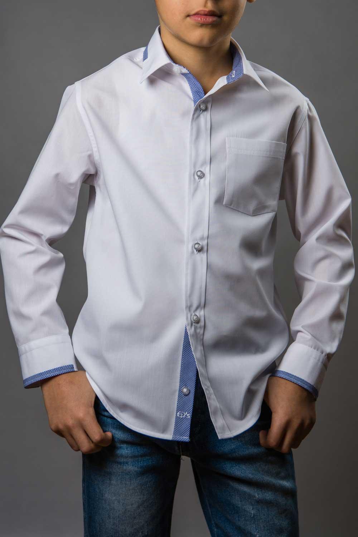Cody White, camasa alba pentru scoala